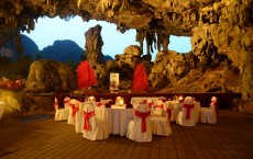 Special honeymoon in Halong Bay - Dining in Drum Cave
